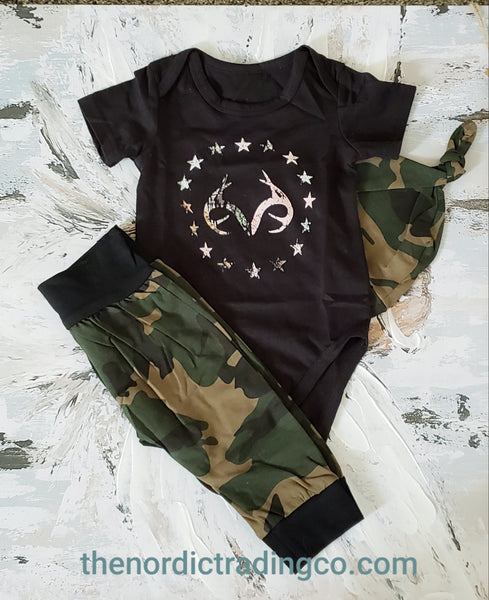 Boys Infant Camo Outfit Hunt Inspired Baby Boy Gift Set Black Green Deer Hunter Top Bodysuit Camouflage Pants Beanie Hat NB Newborn Boy's Clothes Gifts