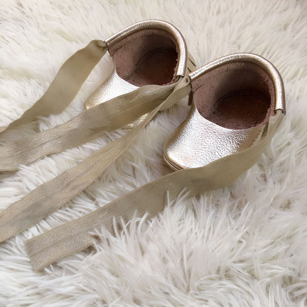 High Quality Mary Jane Style Handmade Gold Real Leather Infant 0 - 6 mo Mocs Baby Girl Shoes Accessories Shower Gifts Newborn Girls
