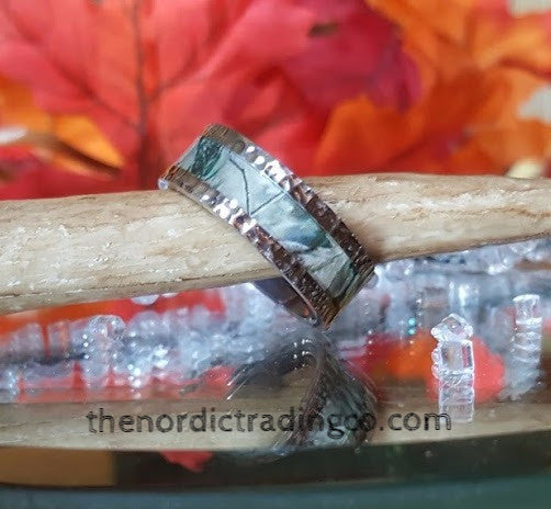 Hammered Titanium Men's Band Nature Black Forest Trees Camo Inlay USA Rings Sizes 7 - 14 Unisex Grooms Wedding Outdoors Unisex Jewelry
