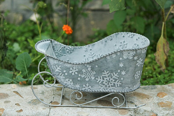 Vintage Galvanized Santa's Sleigh Planter Stamped With Snowflakes Christmas Tin Sled Decoration Nordic Home Decoration Holiday Decor Xmas Plants Display