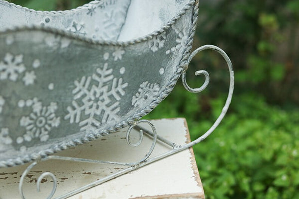 Vintage Galvanized Santa's Sleigh Christmas Planter Snowflake Stamped Nordic Farmhouse Santa Sled Holiday Home Decorations Plant Display Indoor Outdoor Decor