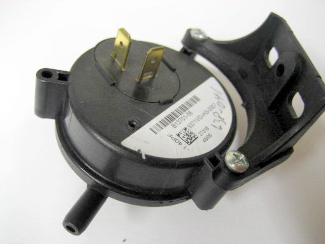 B1370156 Goodman pressure switch 1.40