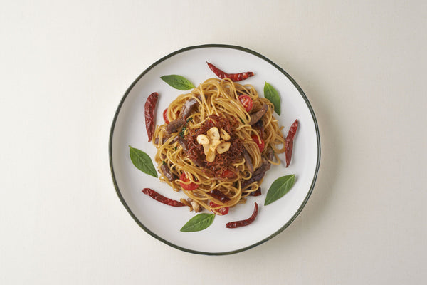 Spaghetti With Dried Beef and Dried Chilli