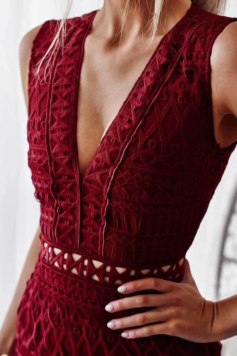 Scarlet Lace Midi Dress - Wine