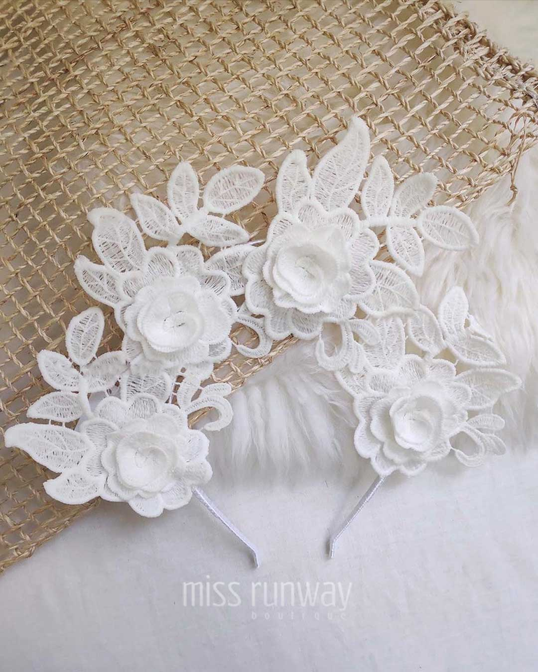 Thea Fascinator - White