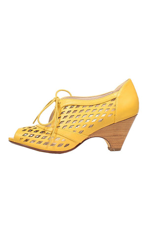 Chelsea Crew Jojo Cut-Out Shoes in Yellow