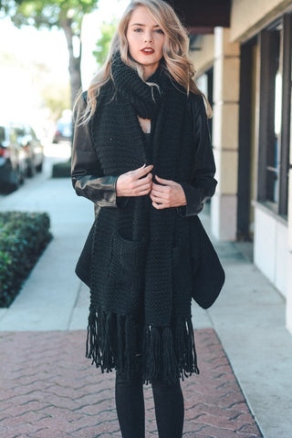 Black Chunky Tassel Scarf with Pockets