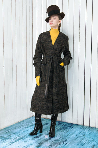 Buttonless coat with leather details