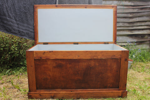 trunk, wooden furniture, renovating furniture, the furniture recycling shop, recycle, jot and jumble, hinterland, chalk paint, J&J