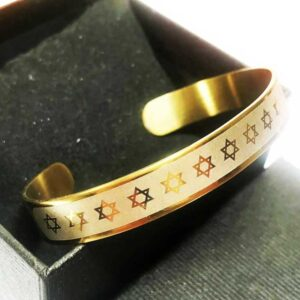 A fashion bracelet made of Star of David