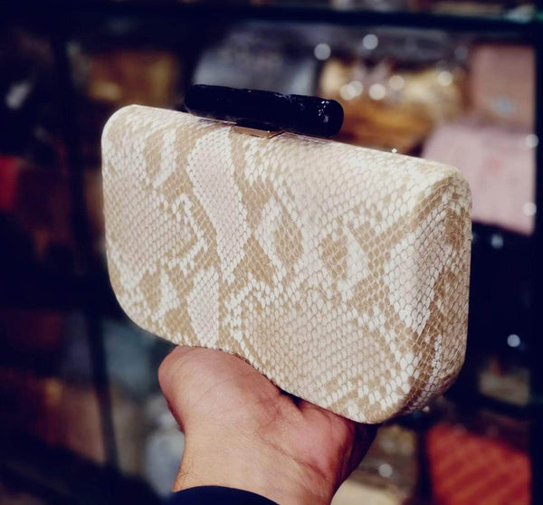 Beautiful Designer Clutch in - Shoes & Cluthes - FashionVibes