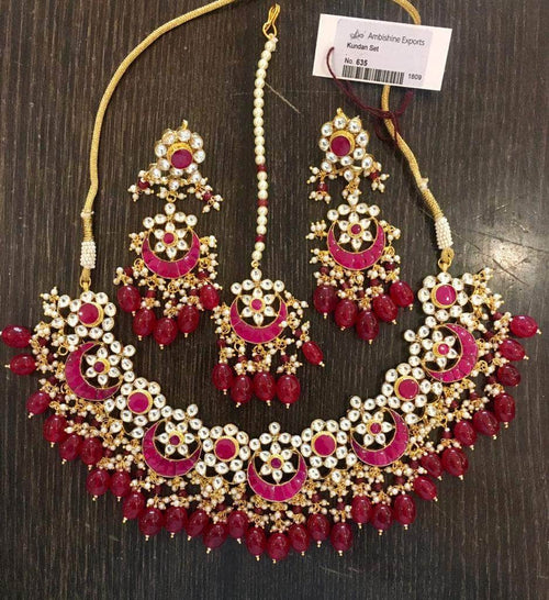 Beautiful Kundan Necklace with Maang Tikka in Red - Jewelry - FashionVibes