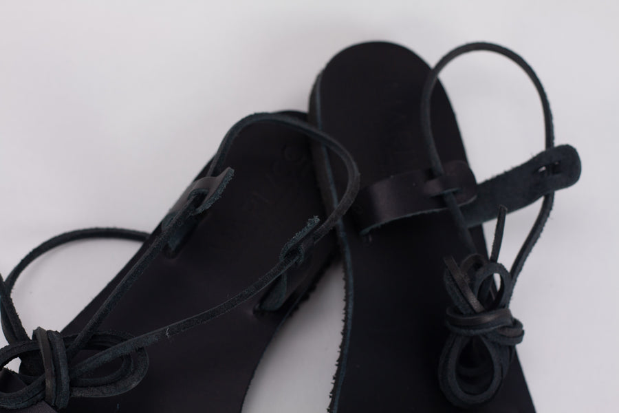 Yvo Sandals in black
