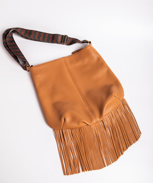 Magic fringed leather bag in beige