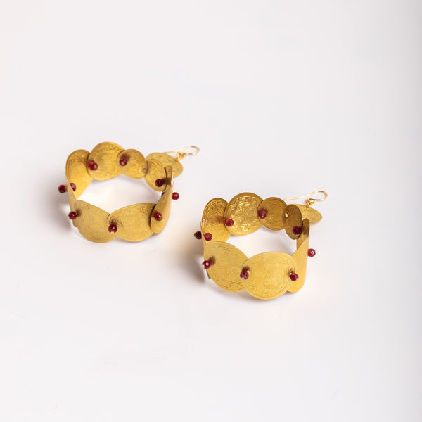 savings earrings in gold