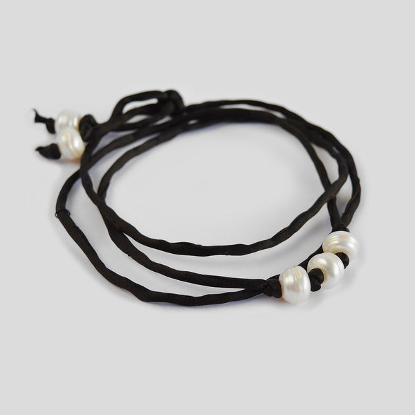 "The ""Silk Pearls"" bracelet in black"