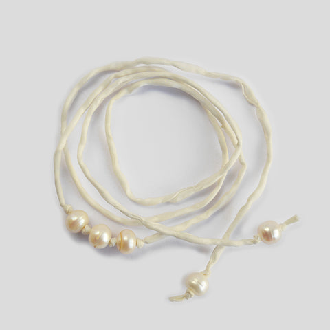 "The ""Silk Pearls"" bracelet in white"