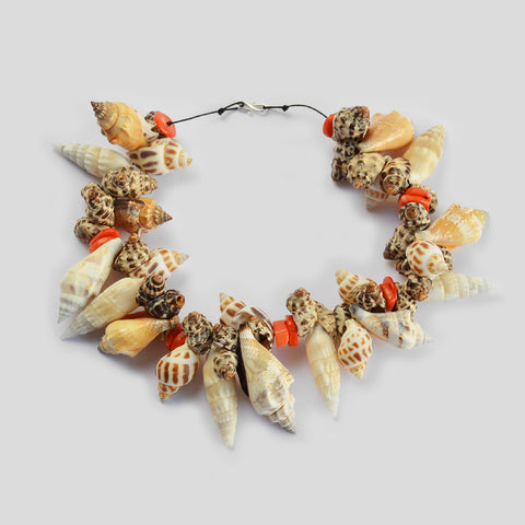"The ""shell fragrance"" necklace"
