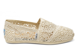 Toms Women's Crochet Classic Slip-On Shoes (Natural)