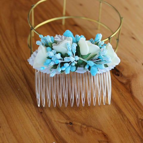 Blue white floral comb