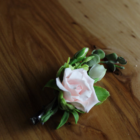 Roses flowers and greens aligator clip