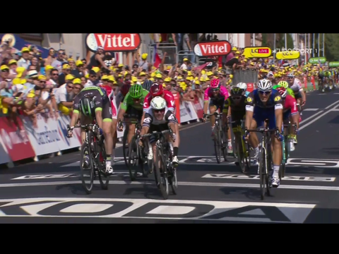 Mark Cavendish wins a frantic sprint in to Montauban