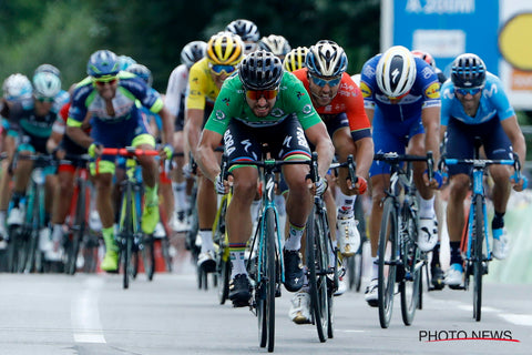 Andrea Pasqualon on the uphill sprint finish with Peter Sagan
