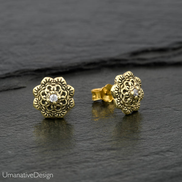 Carved Flower Mandala Ear Studs Set With Zircon