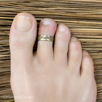 Minimalistic Gold Toe Ring