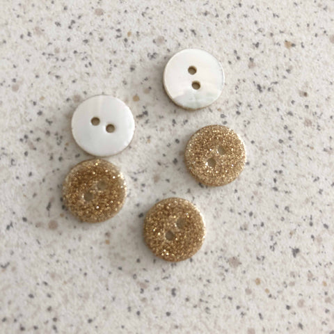 Boutons nacre paillettes or 11 mm