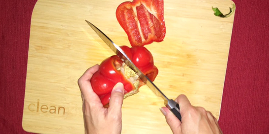 cut the pepper, avoiding the seeds.