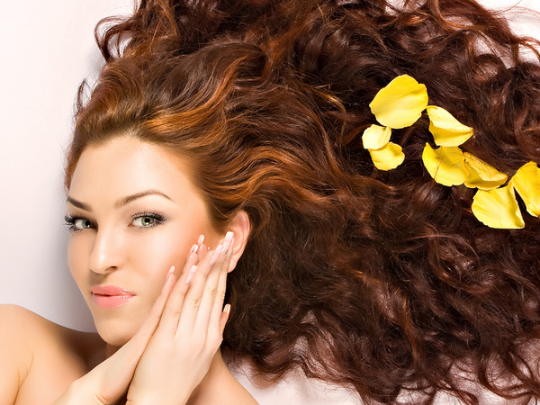 Easy DIY Recipes to Brighten or Darken Your Hair Naturally