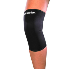 Mueller Knee Sleeve Closed Patella on knee