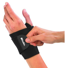 Mueller Wrist Support Wrap putting on