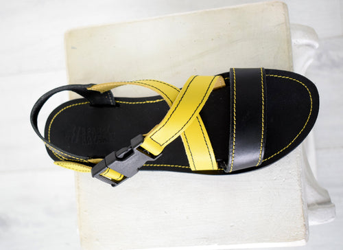 Running sport sandals for men with black and yellow leather