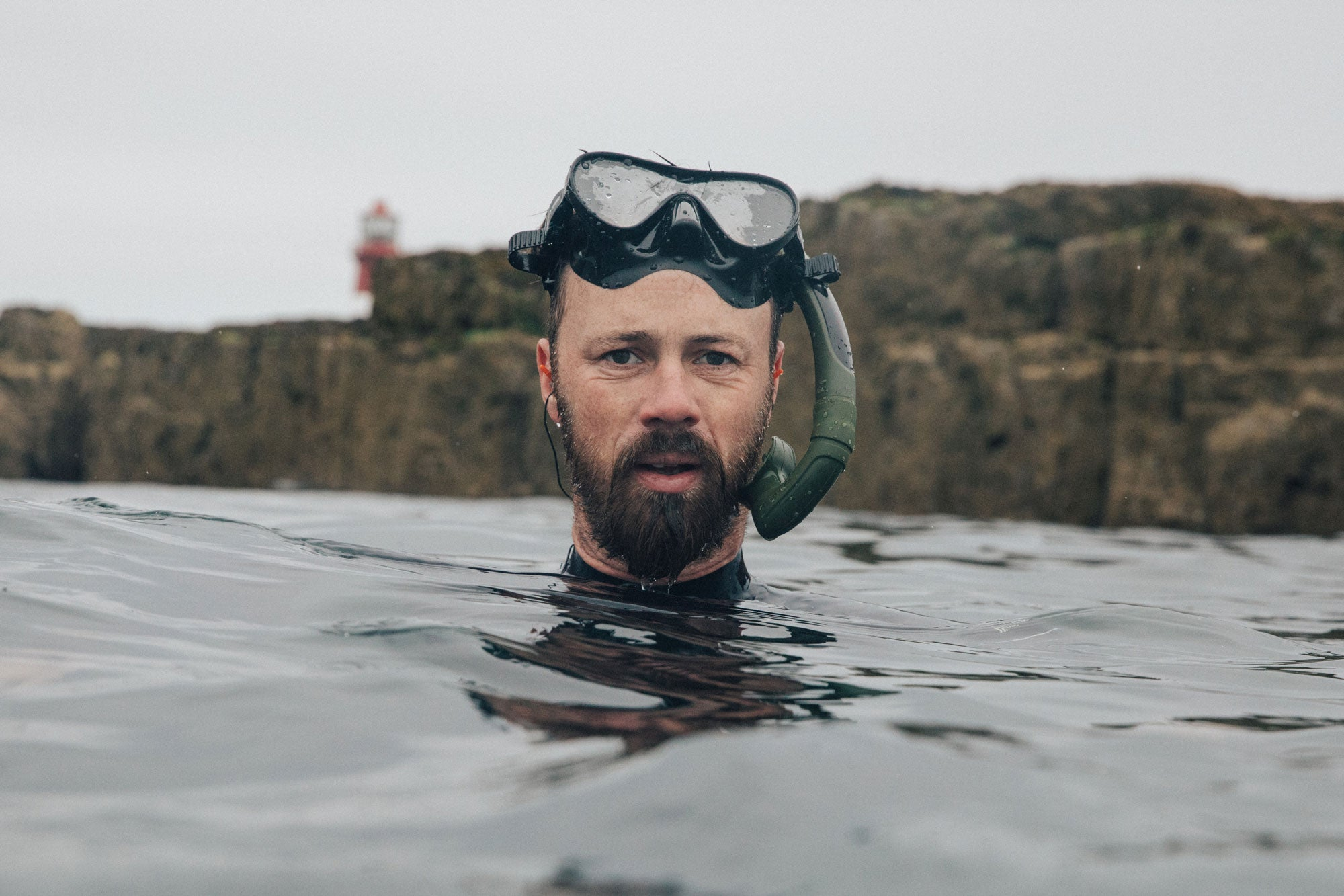 Chris-McClean-diving-in-the-waters-off-the-farne-islands