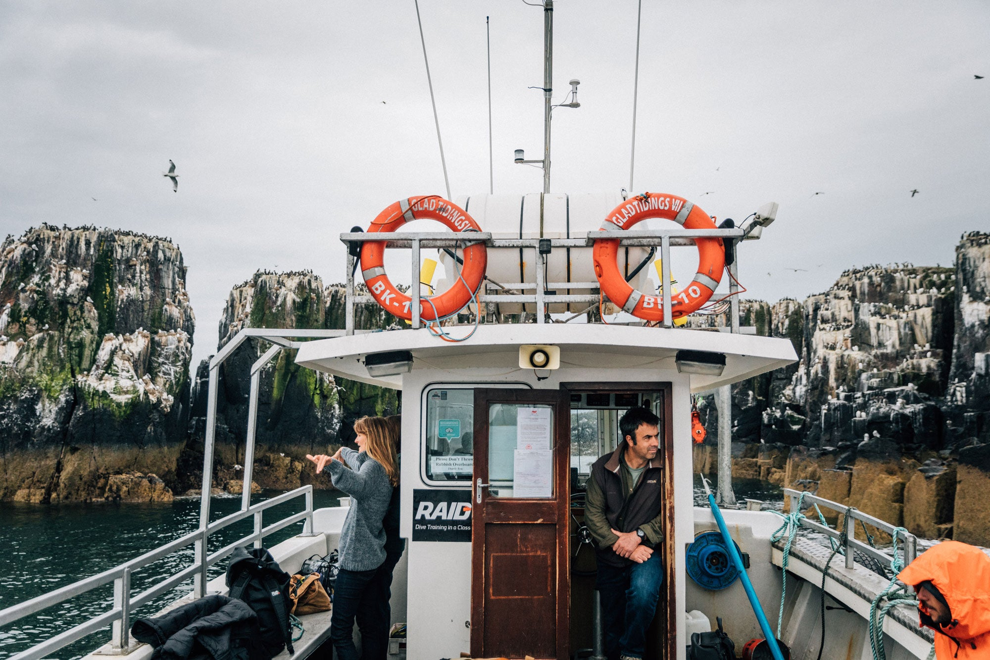 finisterre-crew-bobbing-on-a-boat-by-the-cliffs-of-the-farne-islands