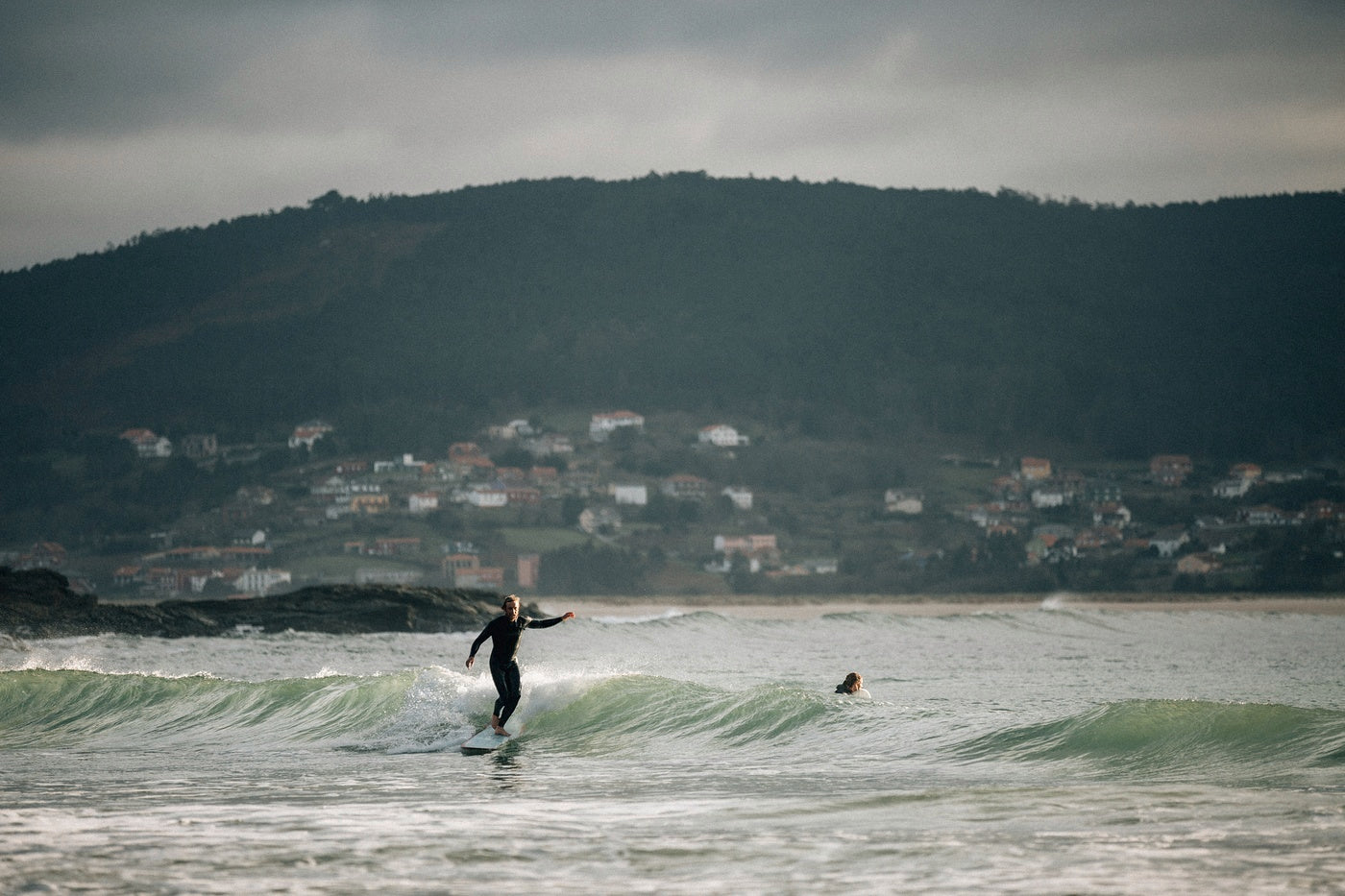 Mike Lay makes the most of small crumbly surf on his longboard