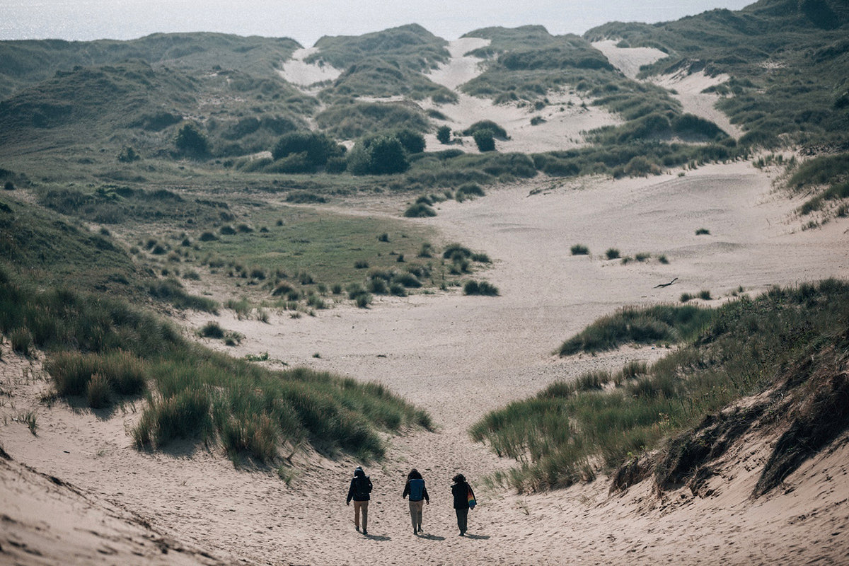 Phil, Omi and Soraya head out to explore the sand dunes