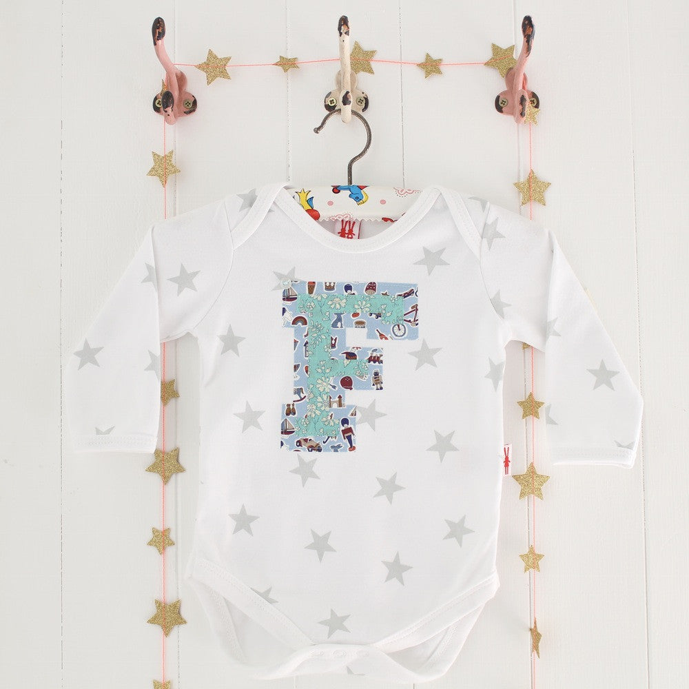 PERSONALISED HEART AND LETTER BODYSUIT BOY - PetitePeople