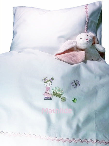 Personalised baby bedding, Girl with flowers - PetitePeople
