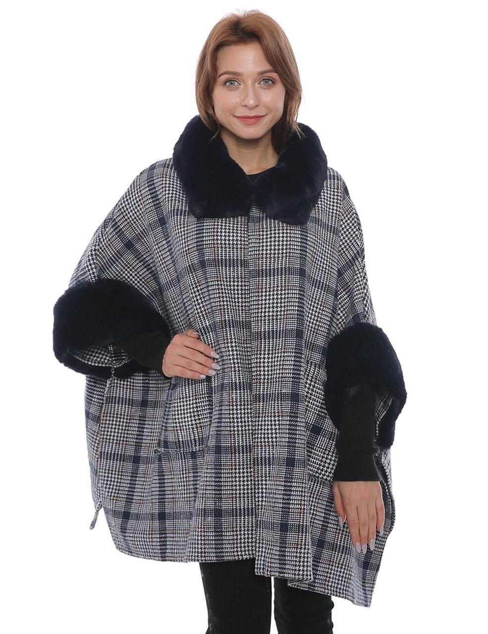 WELLCO - PONCHO BLACK PLAID FAUX FUR