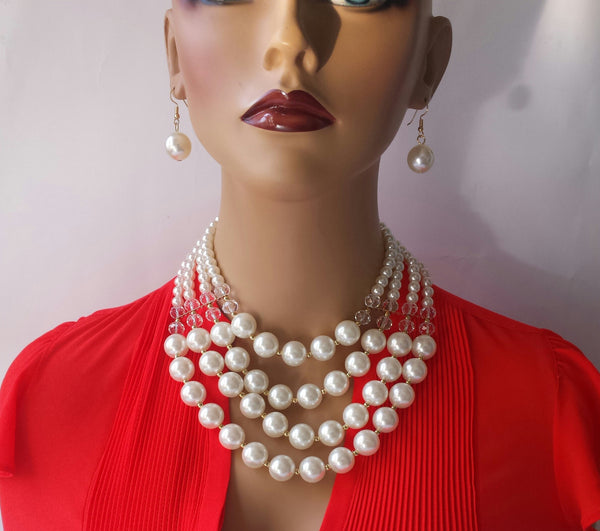 Statement Necklace in Pearl