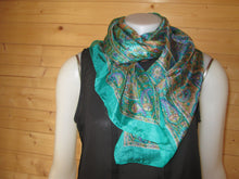 Load image into Gallery viewer, Green Design Print Silk Scarf