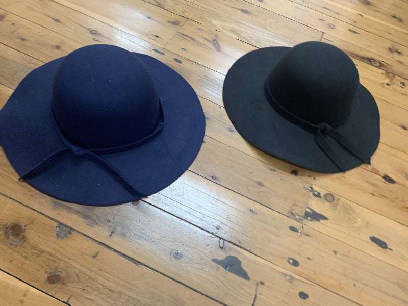Wide brim hat with material tie