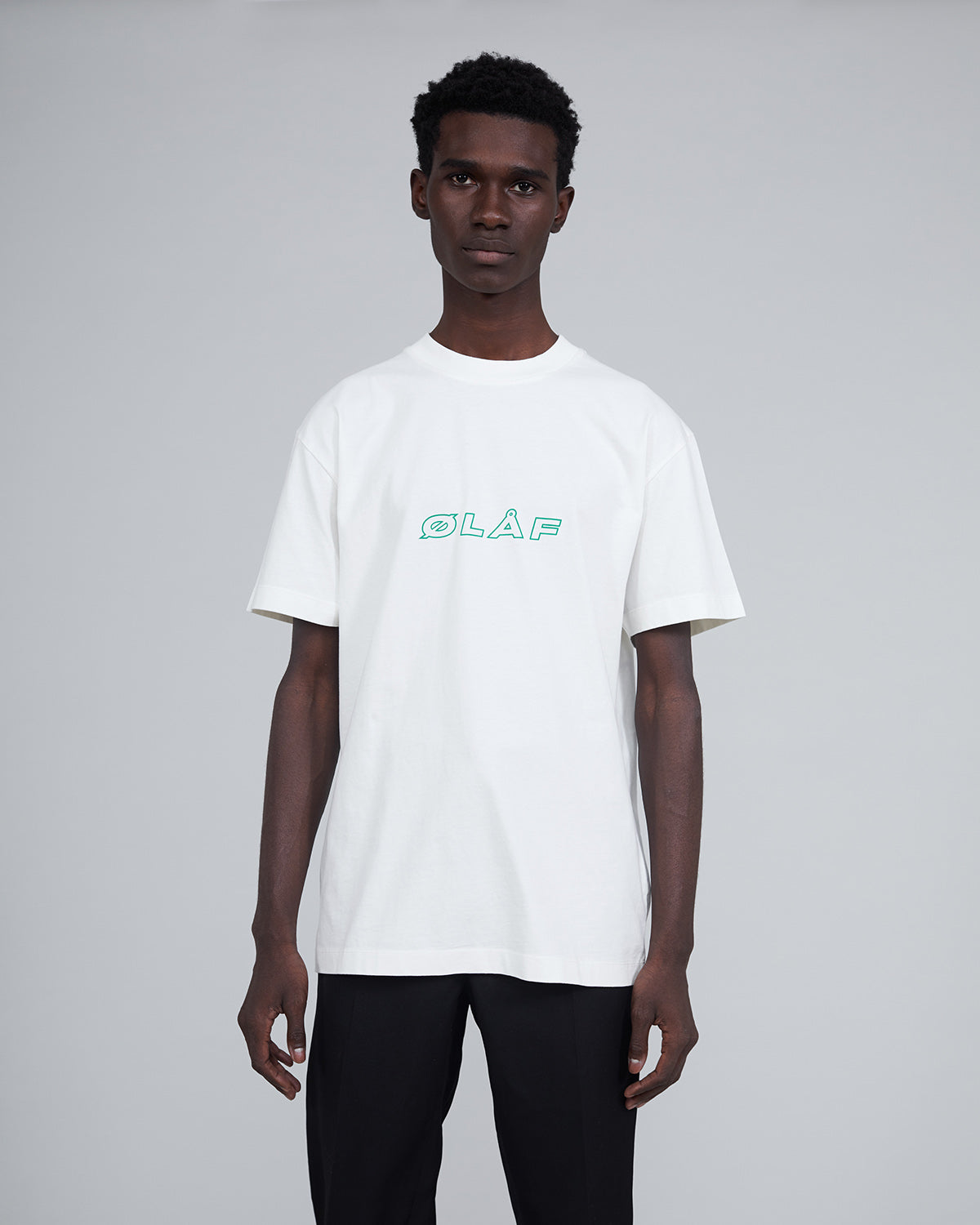 ØLÅF Italic T White / Green, Portuguese fabric, 100% cotton (220 grams/sqm), Post wash, Fine ribbed collar, Made in Portugal