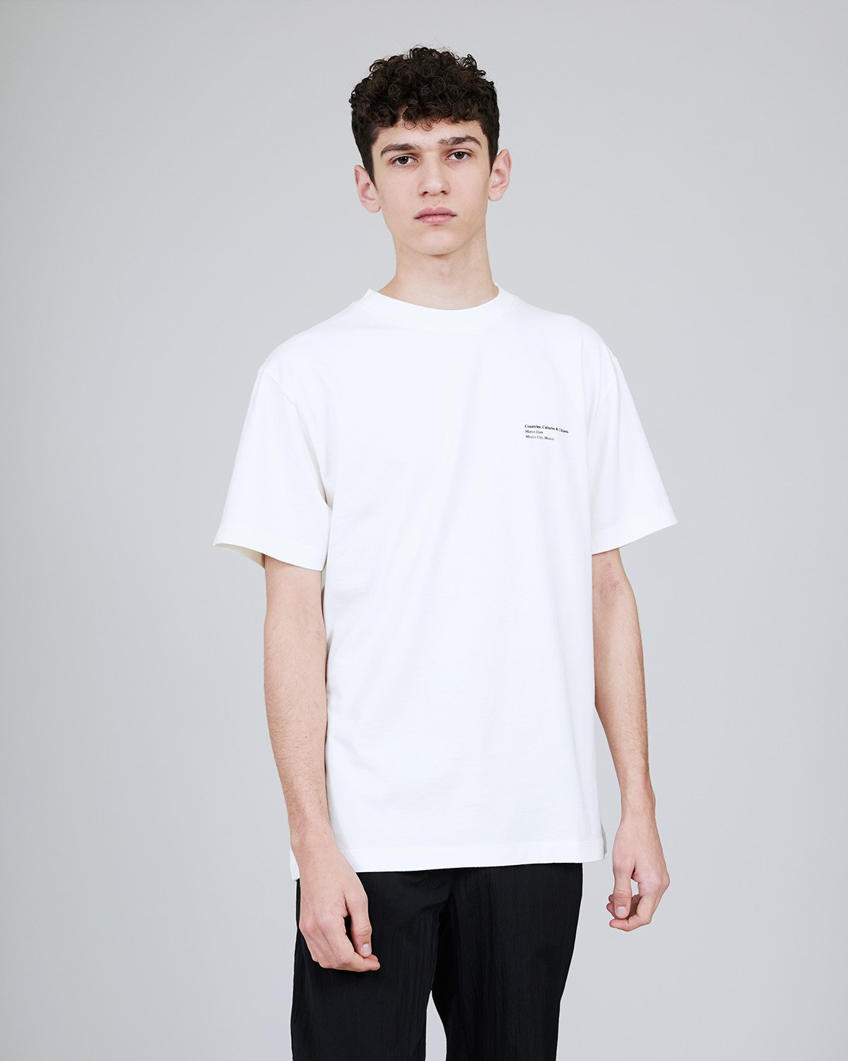 ØLÅF x Halal T - Maeve Stam White, Portuguese fabric, 100% cotton (220 grams/sqm), Post wash, Fine ribbed collar, Made in Portugal