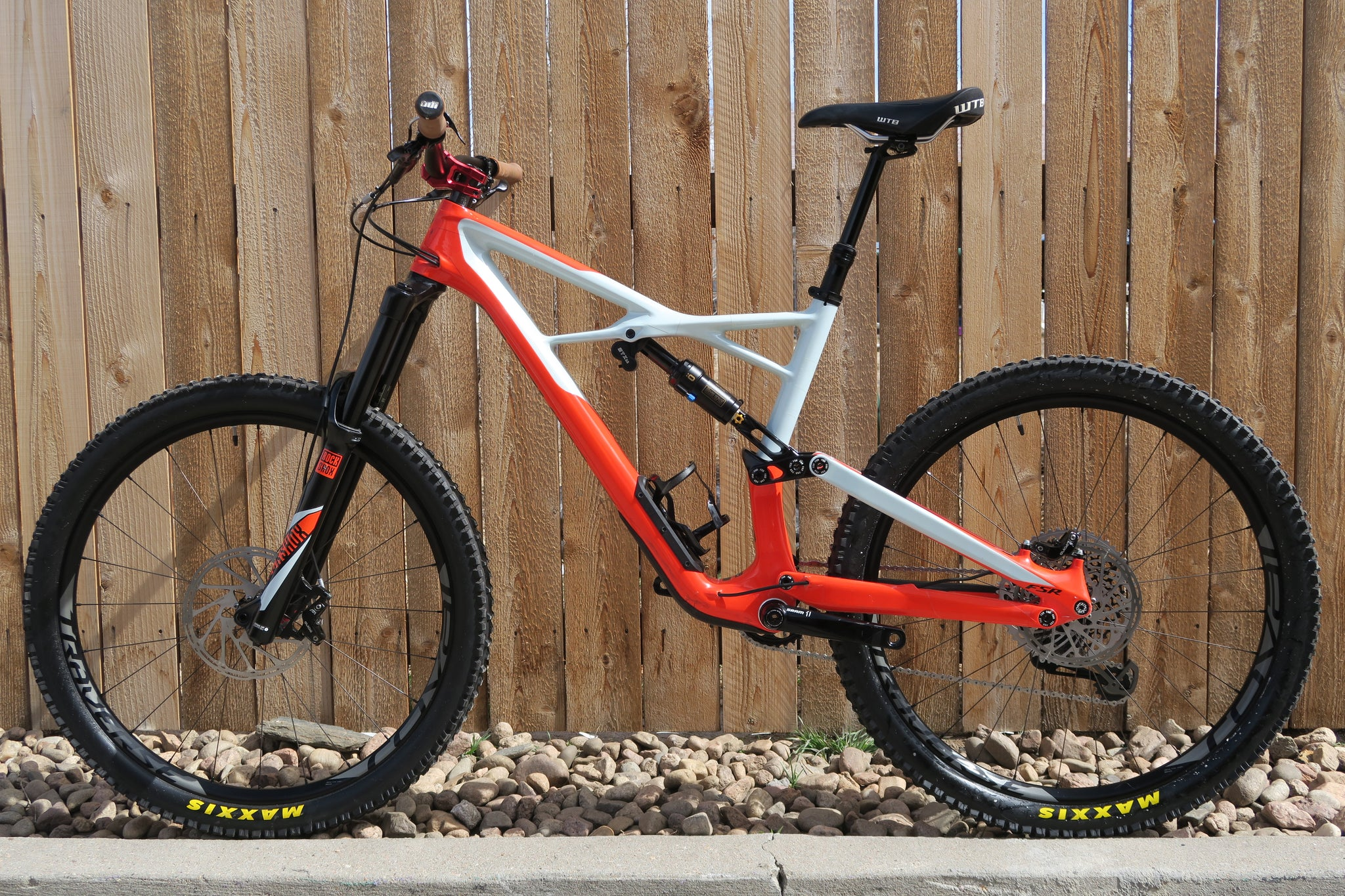 "2017 SPECIALIZED ENDURO PRO CARBON 27.5"" L"