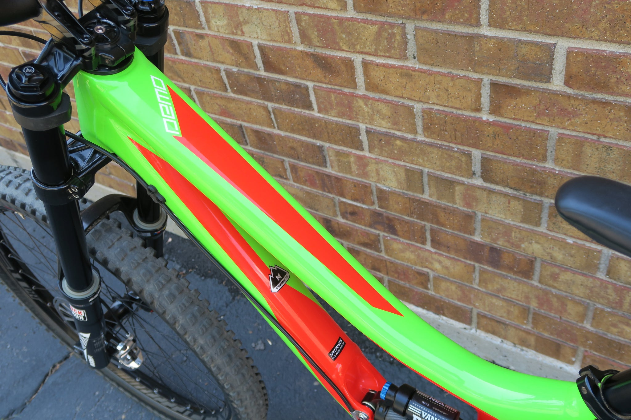 2017 SPECIALIZED DEMO 8 l ALLOY 27.5""