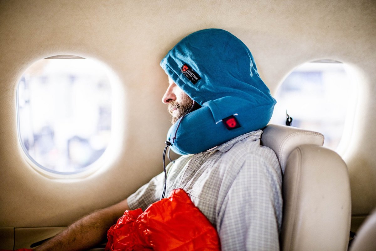 https://www.grandtrunk.com/collections/travel-comfort/products/hooded-travel-pillow?variant=11757110659